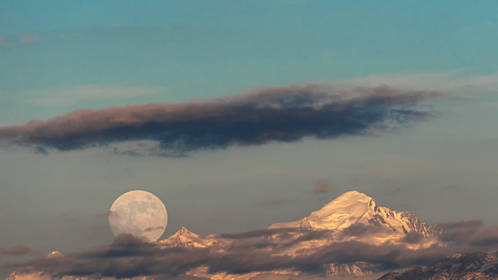 Automation of photo culling by software Camera Futura - Moonrise on Mont Blanc